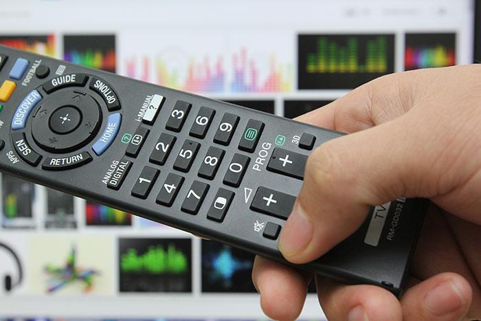 Kiểm tra xem tivi có bị bấm tắt tiếng (mute) hay không